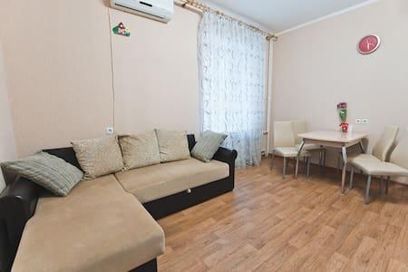 Отличная квартира у Детского парка - Saratov