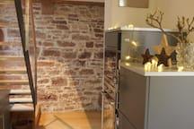 modern Kitchen mit oven, micro wave, huge fridge and freezer
