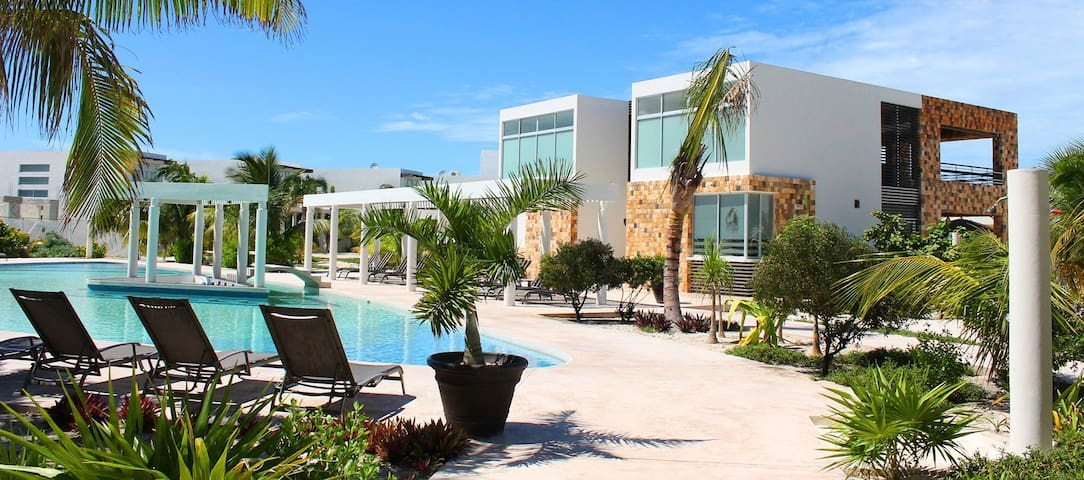 Spectacular Beach front house in Chicxulub. Wayak