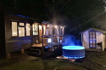 Idyllic Log Cabin with Log Burner & Hot Tub
