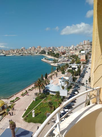 Stunning, frontline view to Corfu in studio - Sarandë - Appartement