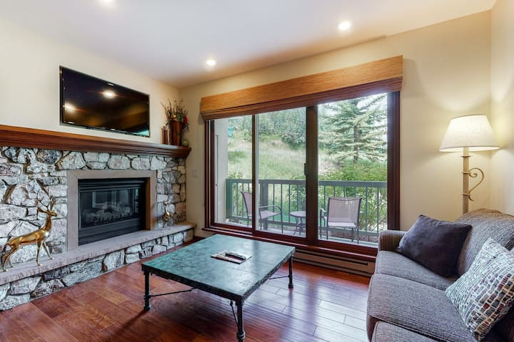 Relaxing ski-in/ski-out condo w/ private balcony and shared pool & hot tub!
