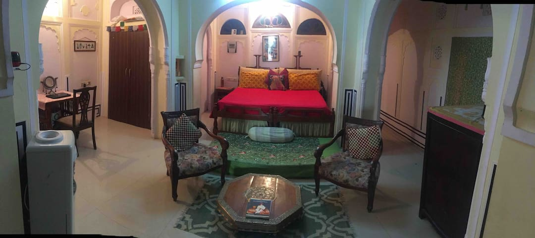 Middle of the main pink city enjoy homestay