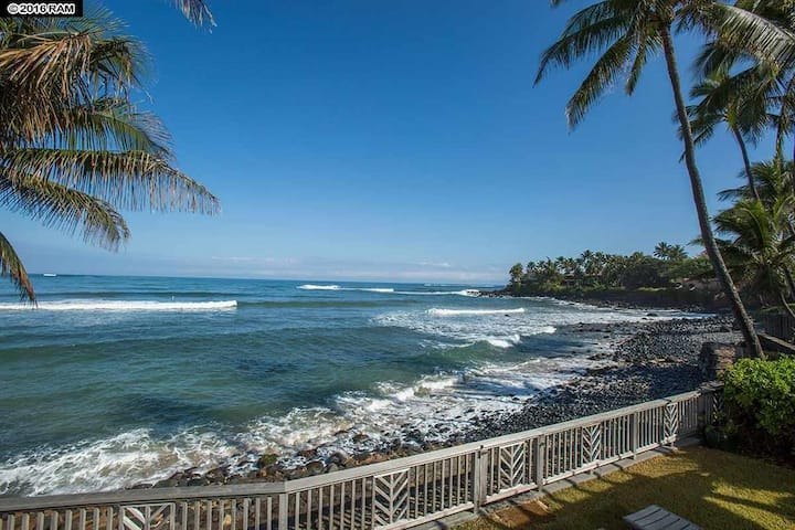 Designer oceanfront home in the heart of Paia