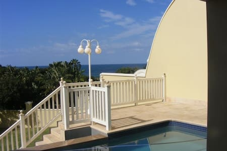 Stunning Luxurious Beach Villa - Southbroom