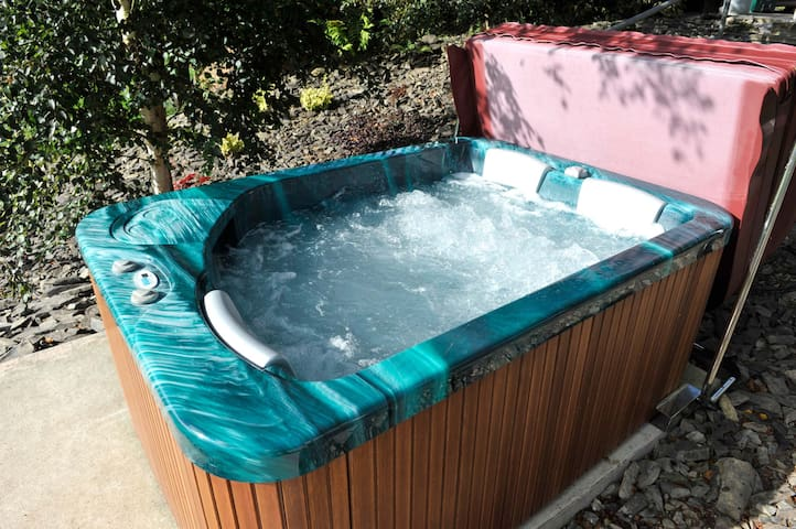 At the end of the day you can relax in your hot tub from where you can view the night sky.