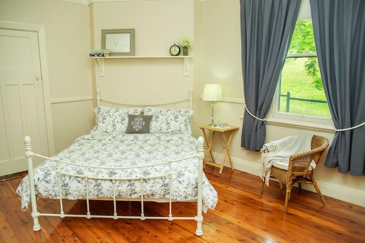 Queen Size Bedroom  all linen supplied