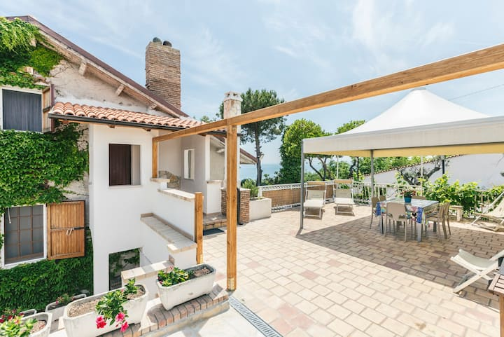 app.1 Villa Osca giardini, piscina, vista mare.