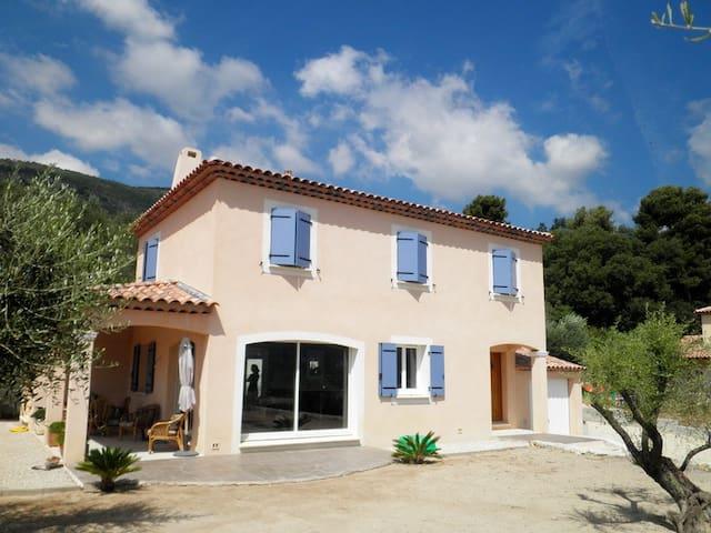 Chambre pour 1 ou 2 personnes dans villa au calme - Gattières - House