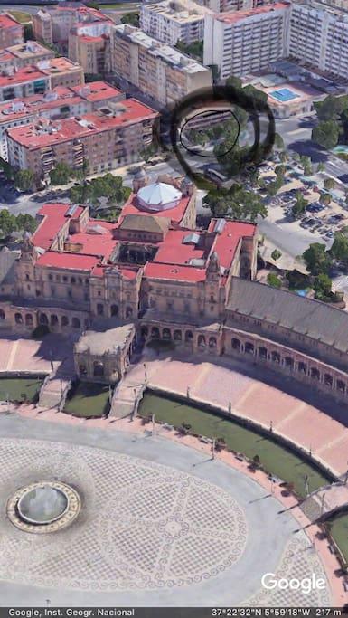Situación junto a la plaza de España