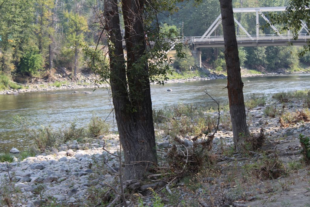 The Methow River Lodge and Cabins river front property.