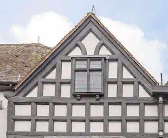 Tudor Loft- 16th Century, Grade II Listed Property