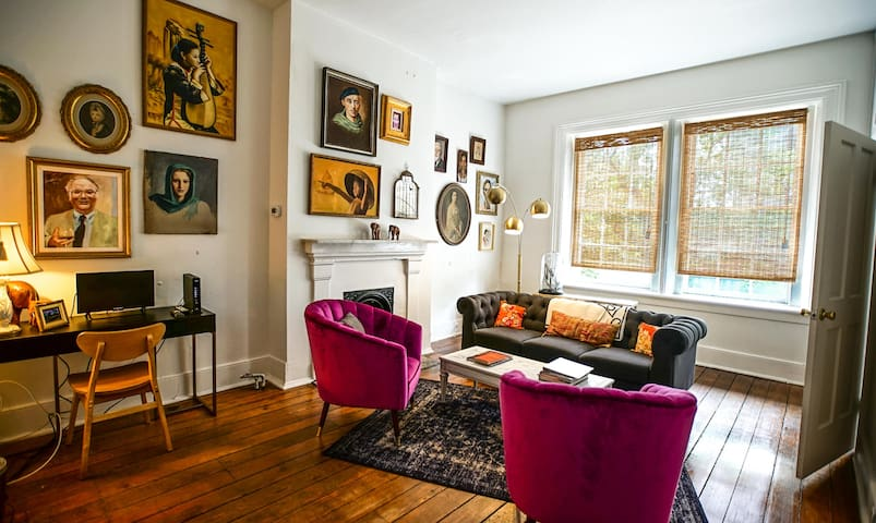 Art-filled, One-Bedroom in Historic Savannah Apt C