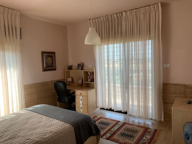 Villa Sabri R1 close to German Jordanian Universty