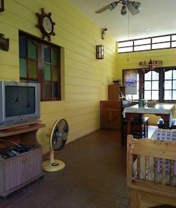 smile home (Yellow Room) - Tambon Nai Mueang - Hus