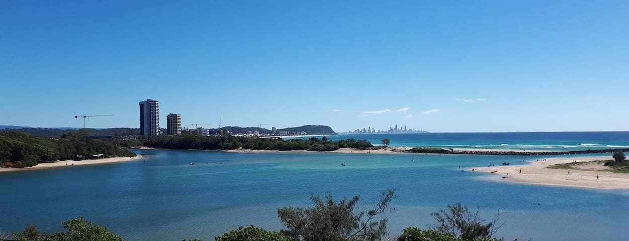 Currumbin - Spectacular Beach and Creek Views