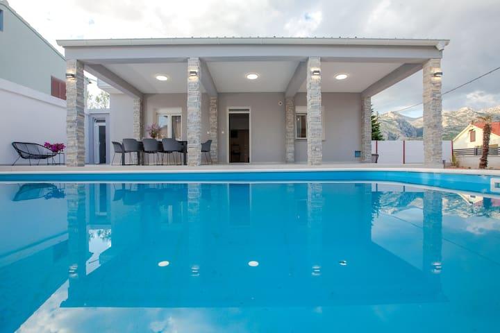 Villa Lesinger****
