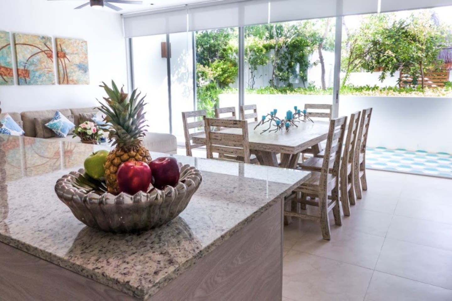 The flat has a lovely terrace where you can enjoy the sound of birds and the green of the caribbean jungle.  Table for 8 to have a lovely dinner at home or drinks before going out
