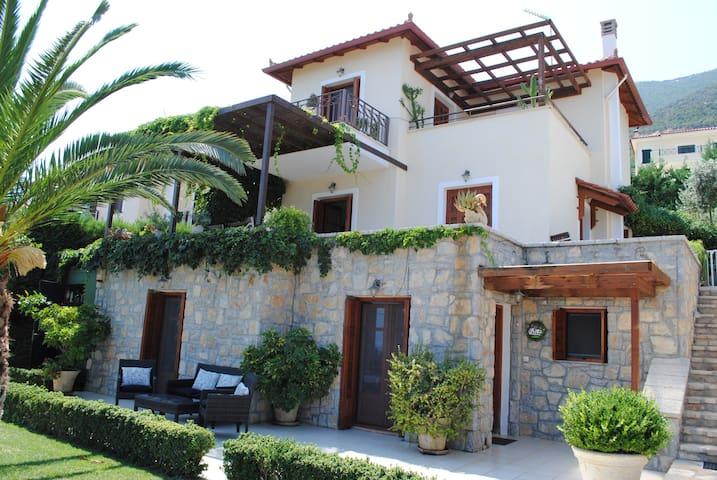 Hillside villa with outstanding uninterrupted view - Palaia Epidavros