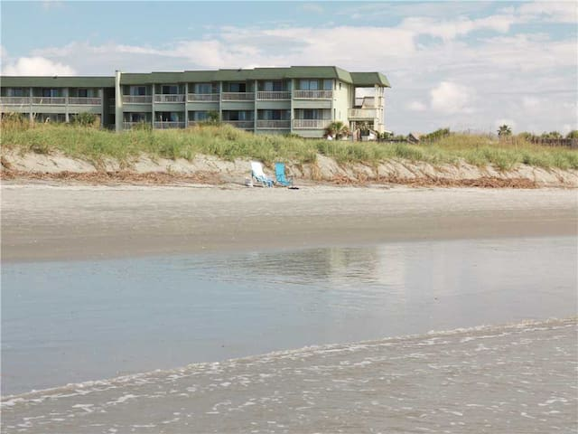 137C Sea Cabin - 1st Floor Isle of Palms Villa. Great Location Near Pool, Beach, Shops & Dining!