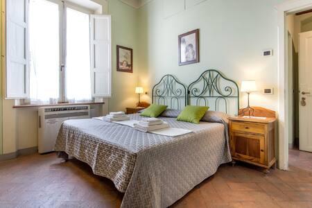 Green Room in elegant Apartment - Apartmen
