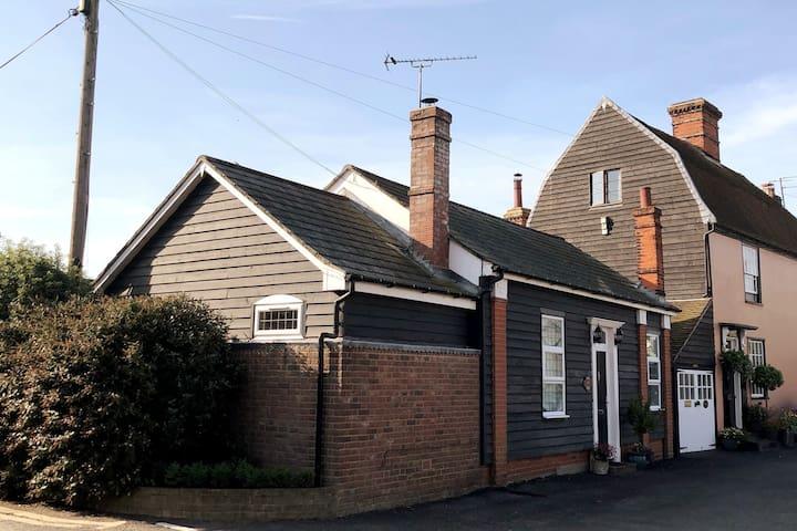 Poppy Cottage in historic village centre