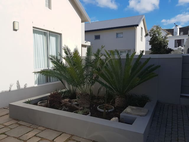 Lovely Estate House near top Schools in Paarl