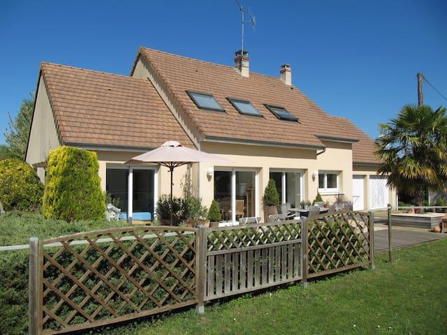 Country house 10mn away from 24h Le Mans circuit - Yvré-l'Évêque - House