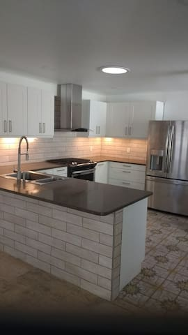☆ Smart House ☆ Brand New Kitchen ☆ 100MBPS WIFI ☆