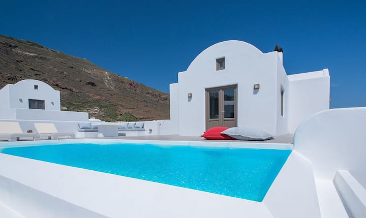 R487 Luxury Villa with Private Pool and Sea View Breakfast Inc