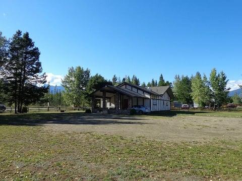 Valemount Mountain View Villa