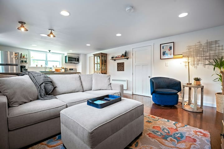 7th & Alder Perfectly Located Revamped One Bedroom
