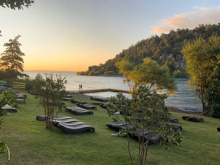 Departamento a orilla de lago en Parque Pinares