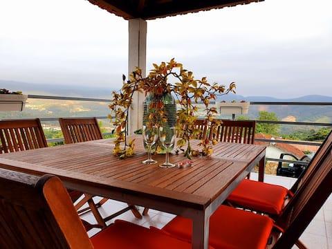 Linda casa de Campo com vista aberta para montanha
