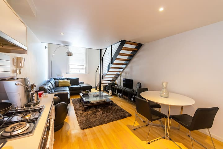 A NY Style Loft in Melbourne CBD + FREE Parking