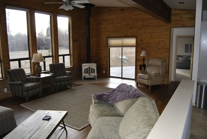 3 Bed 2 Bath Ranch on 3 Acres.  2 master Bedrooms - Durango - House