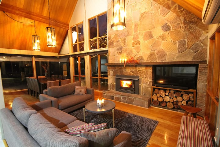 Play Shack®5 Riverfront luxury w/ sauna Sleeps 20+