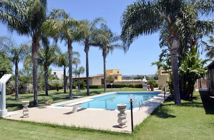 grande villa con piscina - Siracusa - Villa