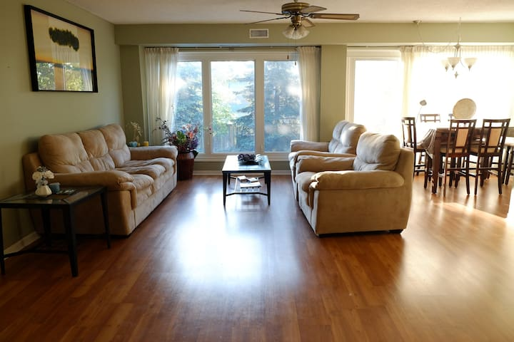Complete apartment - S. Mississauga near Highway