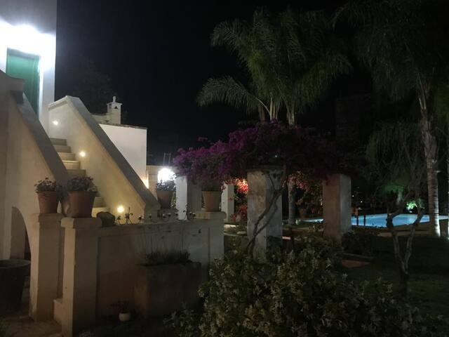 Monsignore - Guest house con giardino e piscina