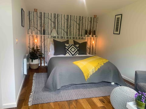 The Cabin: Great Bowden, Market Harborough
