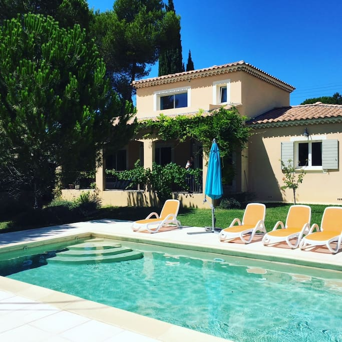 Family house with swimming pool houses for rent in vaison la romaine provence alpes c te d for Houses to rent with swimming pool uk