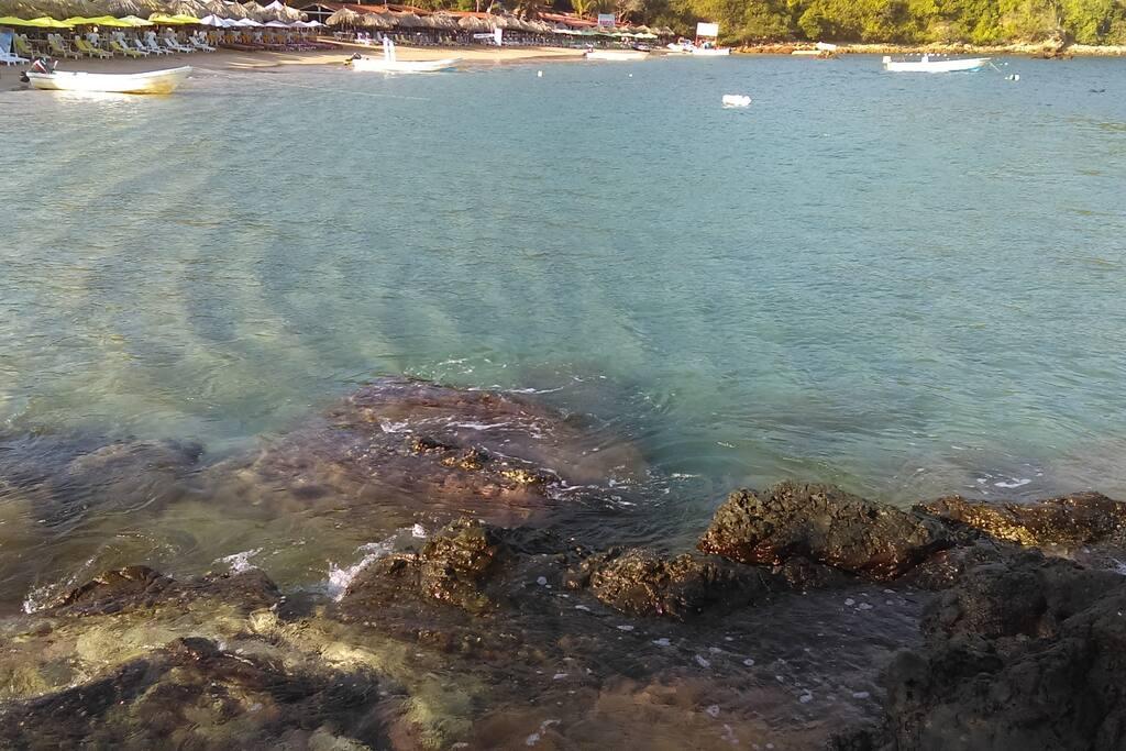 Playa la isla, saliendo de Ixtapa (playa Linda)