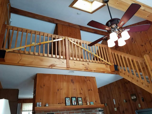 Spacious townhouse minutes from Mount Snow