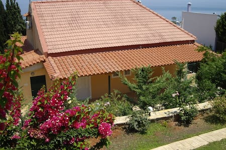 Villa close to the sea with panoramic view - Melissi