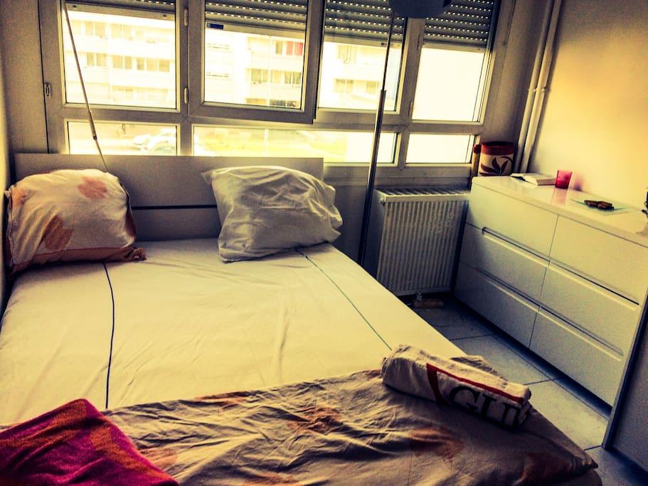 Une des chambres ensoleillé