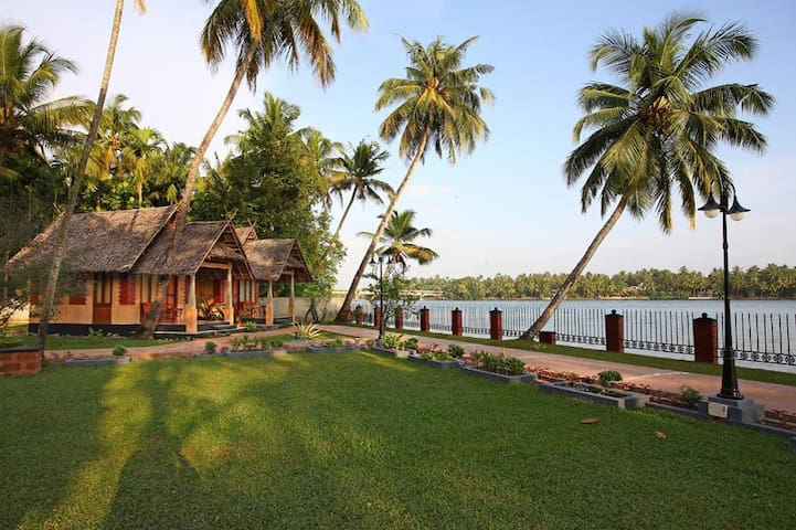 Cottage by the backwaters - Kuzhuppilly - Boutique hotel