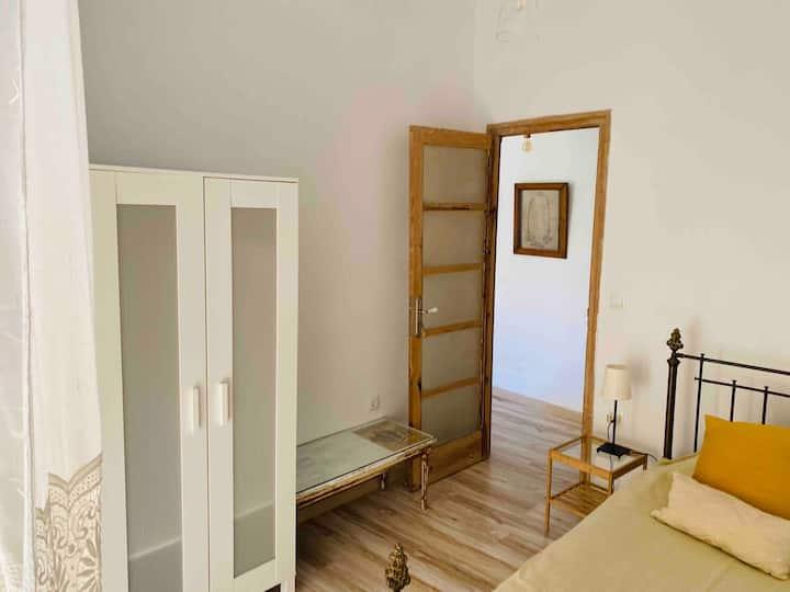 Single room in the hearth of Valencia