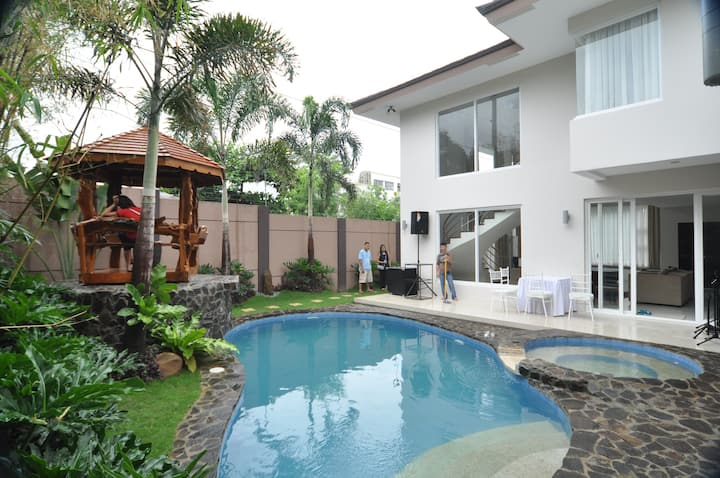 Relaxing Luxurious Home Suite Home near BGC