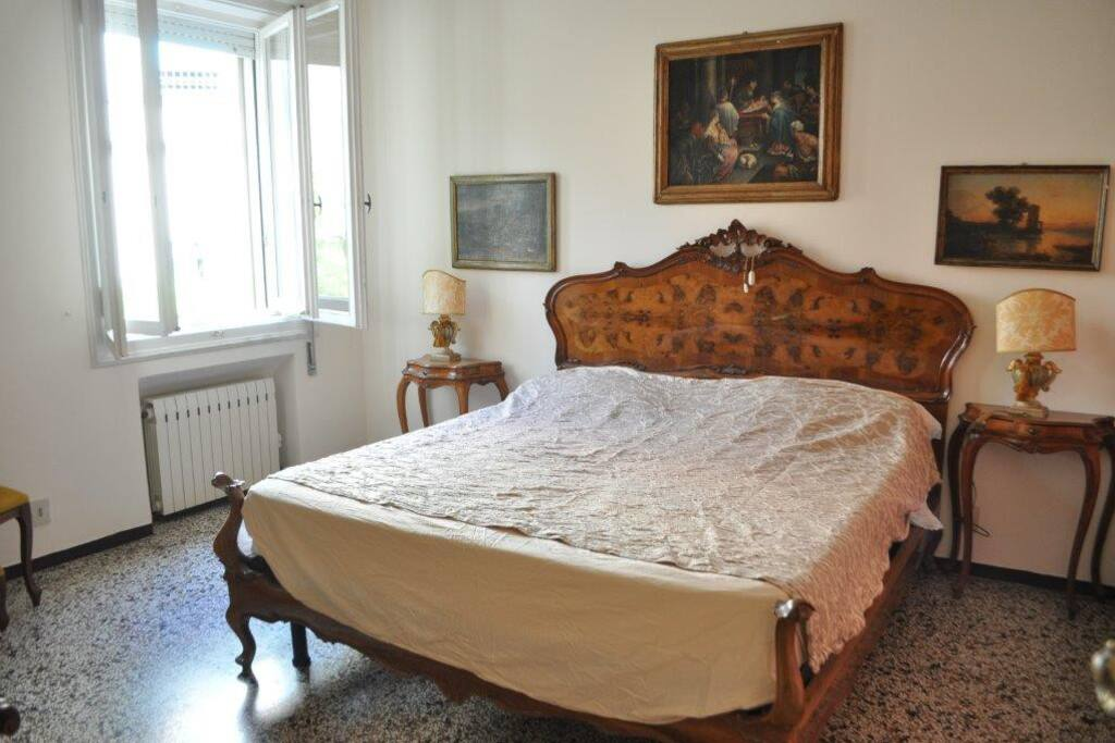 Precious Bedroom in Venetian style